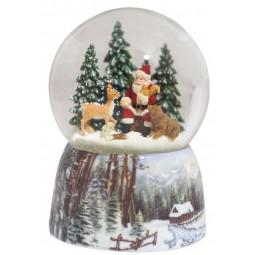 Palla di neve con Babbo Natale nella foresta