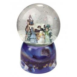 Palla di neve con scena lanciare palle di neve