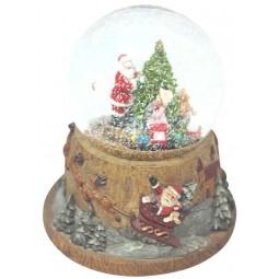 Palla di neve con l'albero di Natale e treno