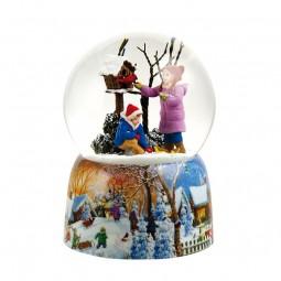 Palla di neve  bambini alla casetta degli uccelli con Cardinal