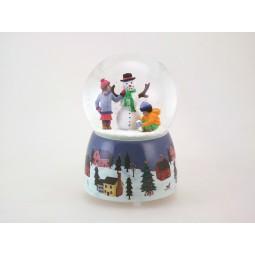 Pupazzo di neve con i bambini