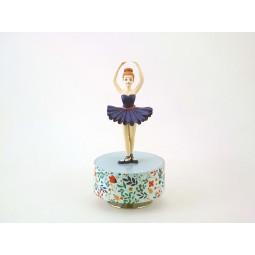 Ballerina in posizione cinque