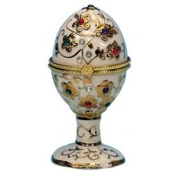 Uovo bianco con pietre preziose