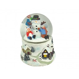 Palla di neve pupazzo di neve con bambini