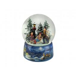 Palla di neve con slitta e pattinatori